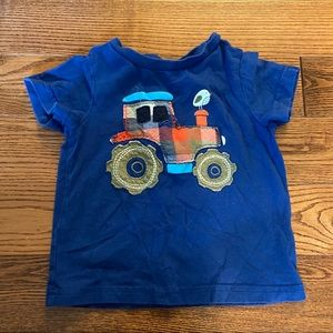 🛍3/$25 Tractor t-shirt in size 18 months